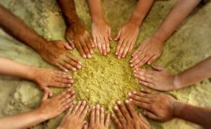 hands-sand